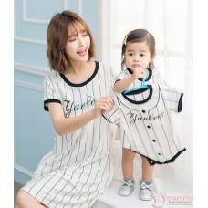 Nursing Set - Yankees White (plus baby romper)